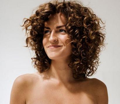 Прически на средние кудрявые волосы фото