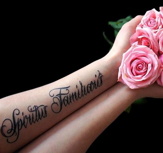 Фото тату на руке для девушек надписи