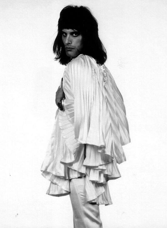 Фредди Меркури с длинными волосами