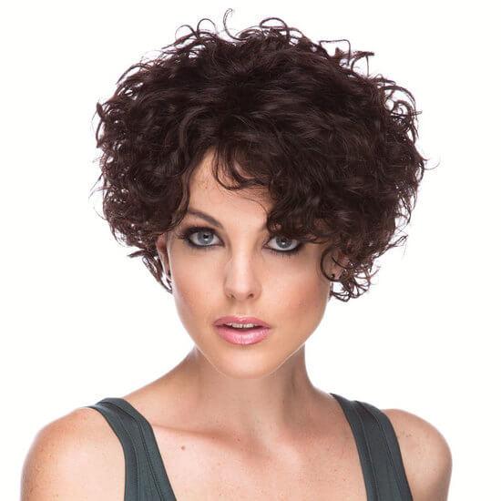 Короткие стрижки на кудрявые волосы фото женские