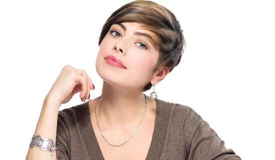 Фото коротких стрижек для женщин после 30