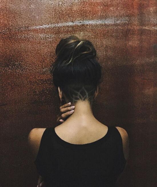 Картинки с девушками со спины короткими волосами