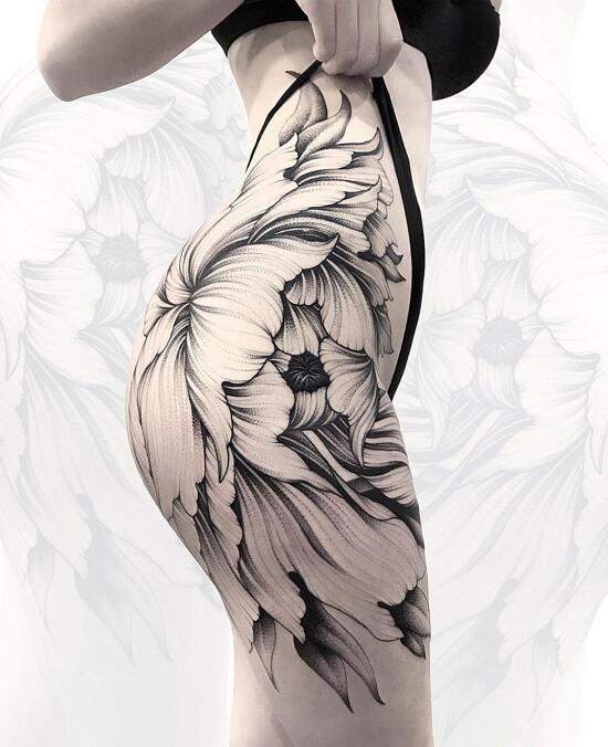 Эскизы татуировок для девушек на бедре