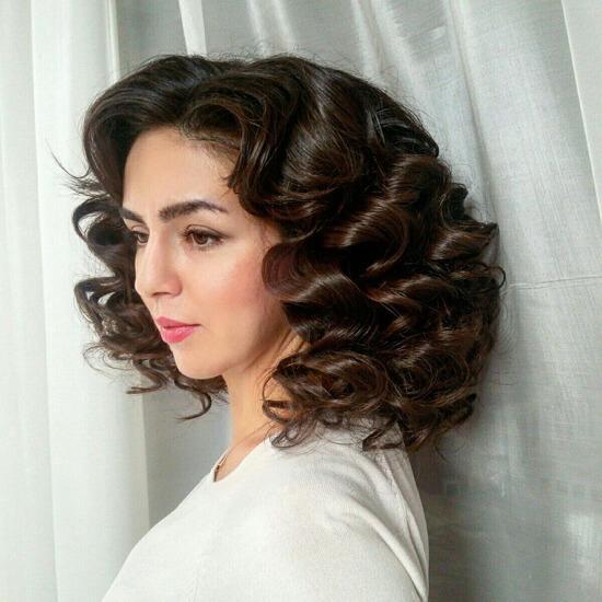 Объёмная укладка на средние волосы