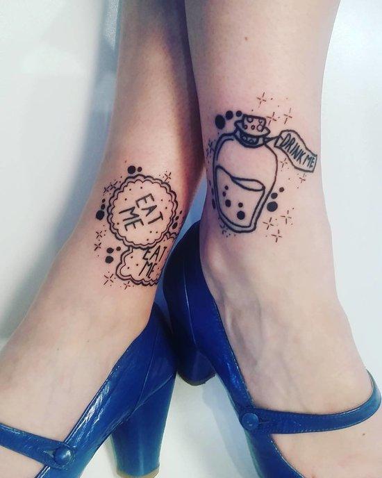 тату на ноге женские