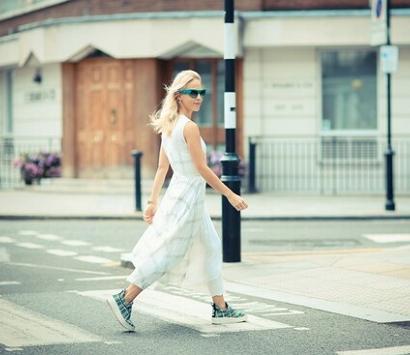 Платье с кроссовками фото